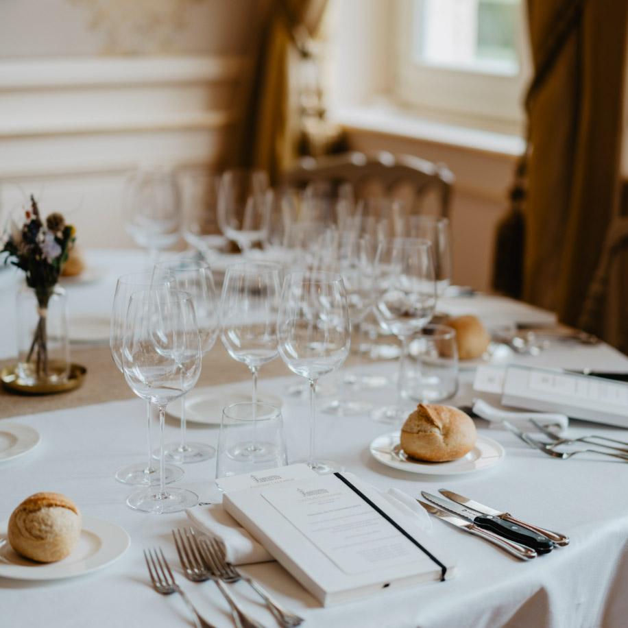 私人餐桌和会议